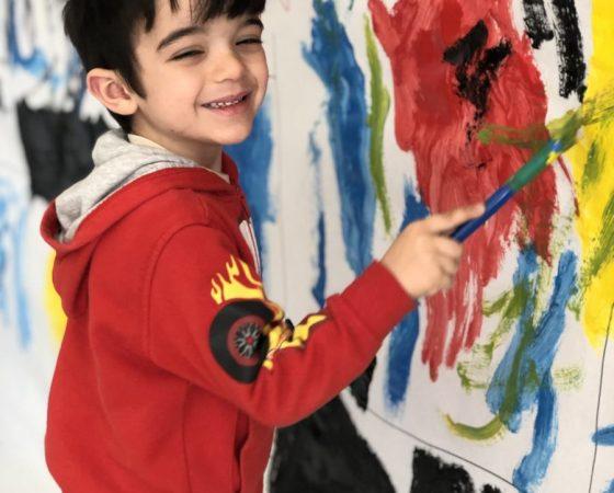Els nens i les nenes de P3-C hem descobert Piet Mondrian i hem sigut artistes durant uns dies