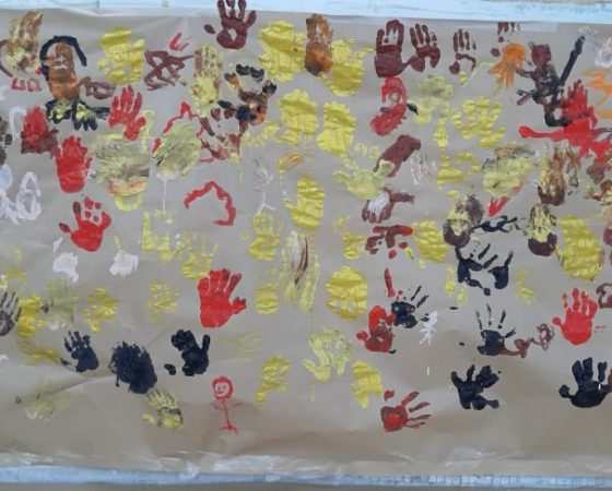 Les tortugues de P5 pintem com els primers prehistòrics fent pintures rupestres.