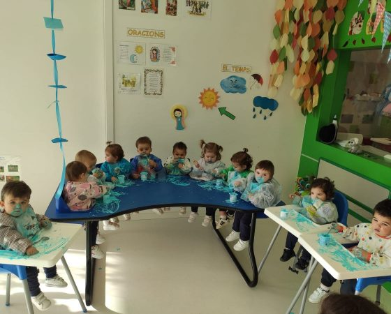 The Koalas class discovering the color blue