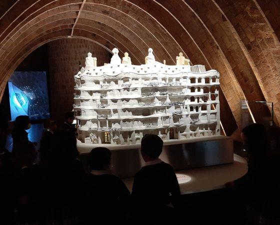 Els de P5 hem anat d'excursió a la Pedrera de Gaudí i hem fet un taller de trencadís.