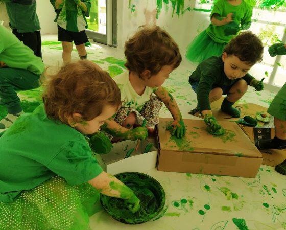 «Els micos» nos sentimos artistas en la fiesta del color verde